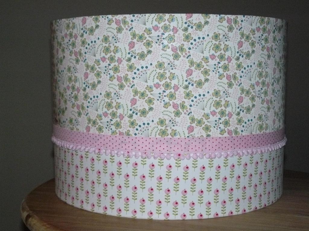 abat jour suspension 35 cm tons rose pale vert liberty une souris dans l 39 herbe. Black Bedroom Furniture Sets. Home Design Ideas